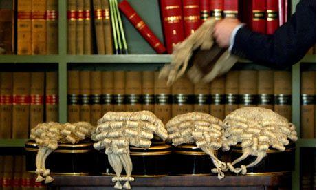 裁判官のかつら